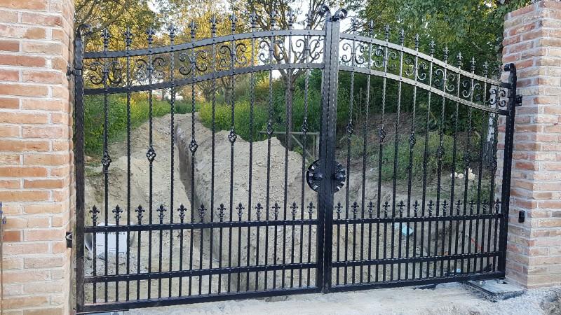 kovácsoltvas kapu, kovácsoltvas kerítés