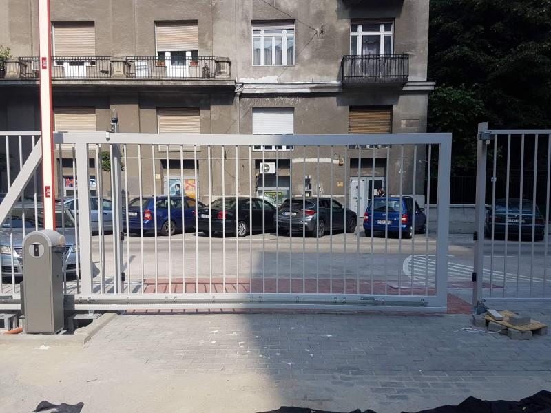 0056586e8b Úszókapu telepítésünk kapumozgató automatikával szerelve Budapest 13.  kerületben